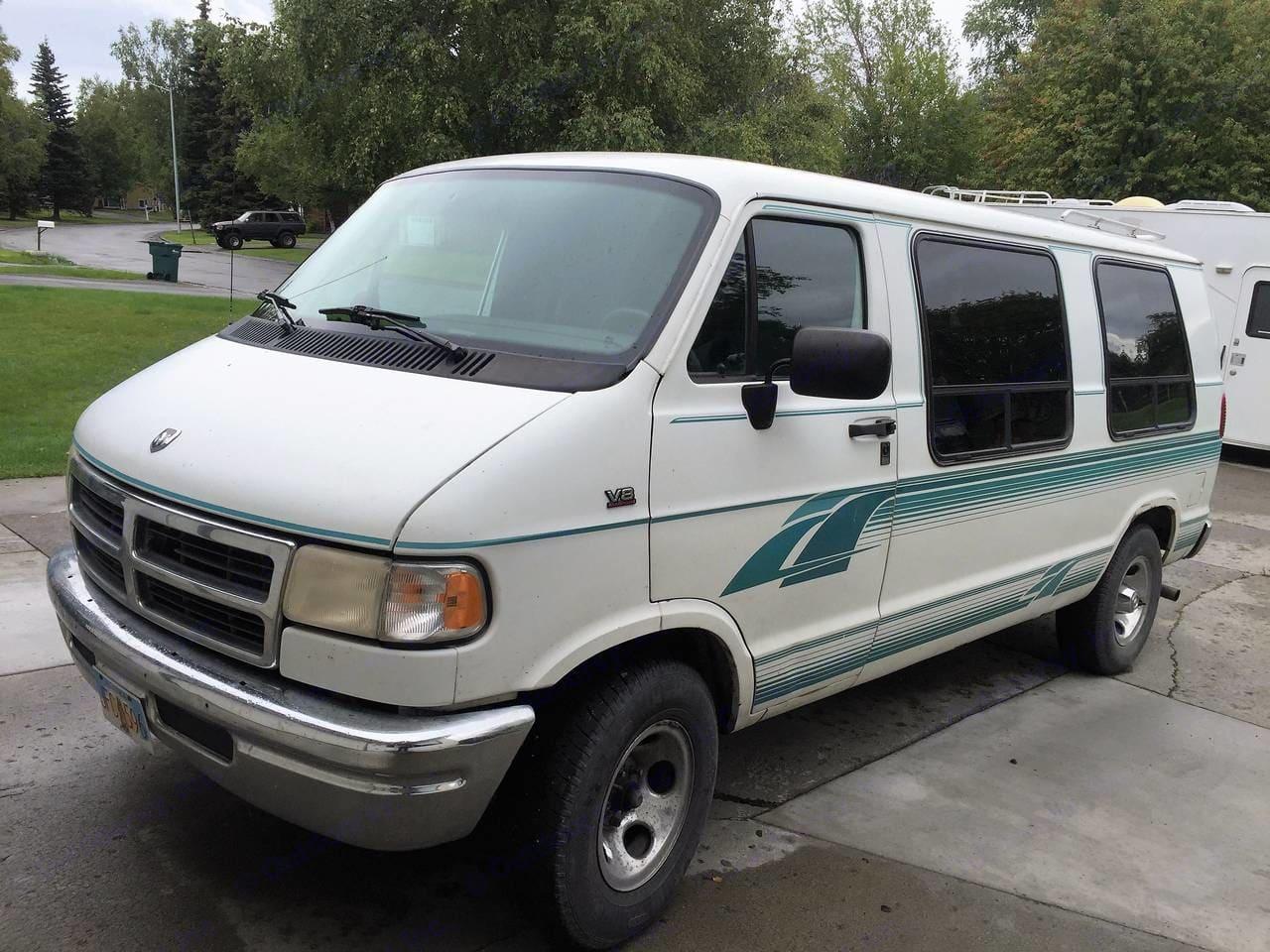 Exterior drivers front. Dodge Camper Van 1995