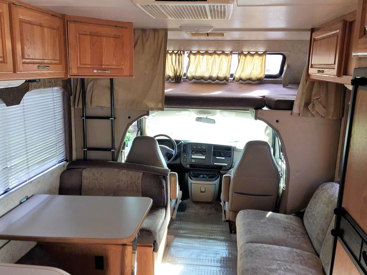 Interior looking forward. Thor Motor Coach Four Winds Five Thousand 2002