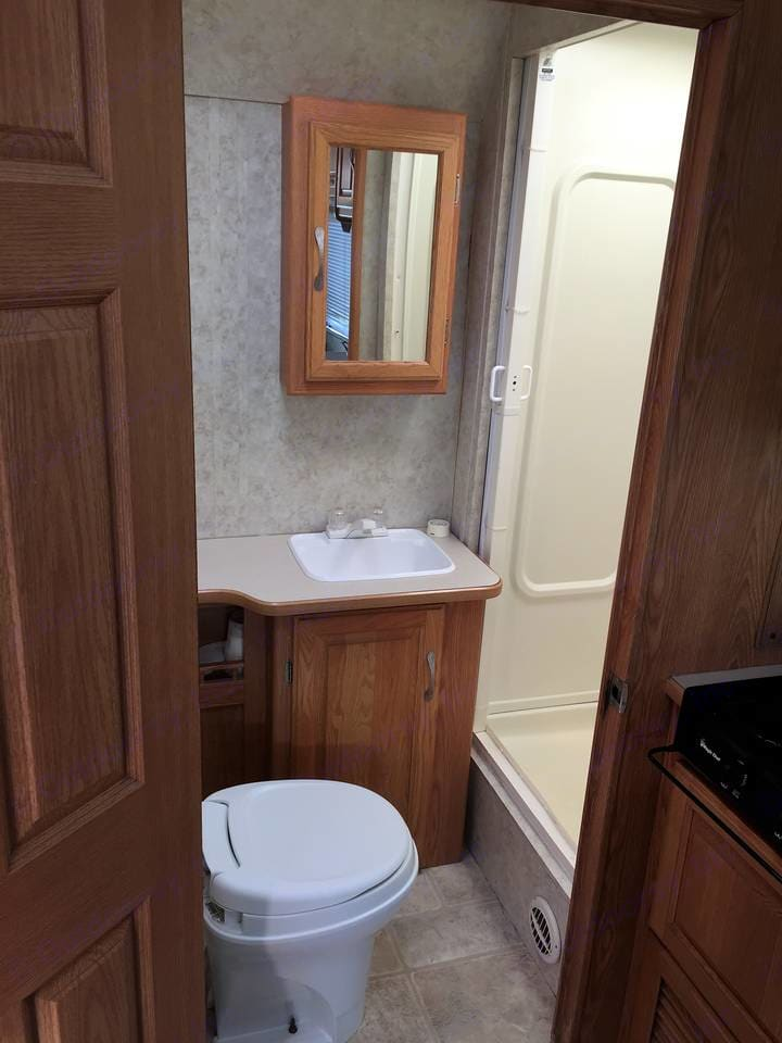 bathroom . Thor Motor Coach Four Winds Five Thousand 2002