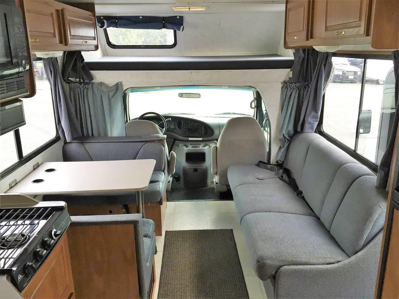 Interior facing forwards. Thor Motor Coach Four Winds Majestic 2003