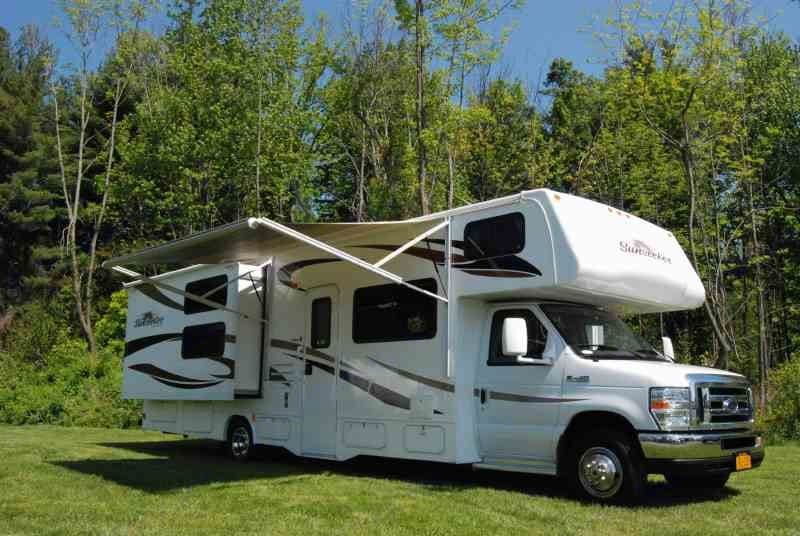 Spacious family size Class C RV with Queen size bed and 3 bunks. Will fit family of 6.. Forest River Sunseeker 2011