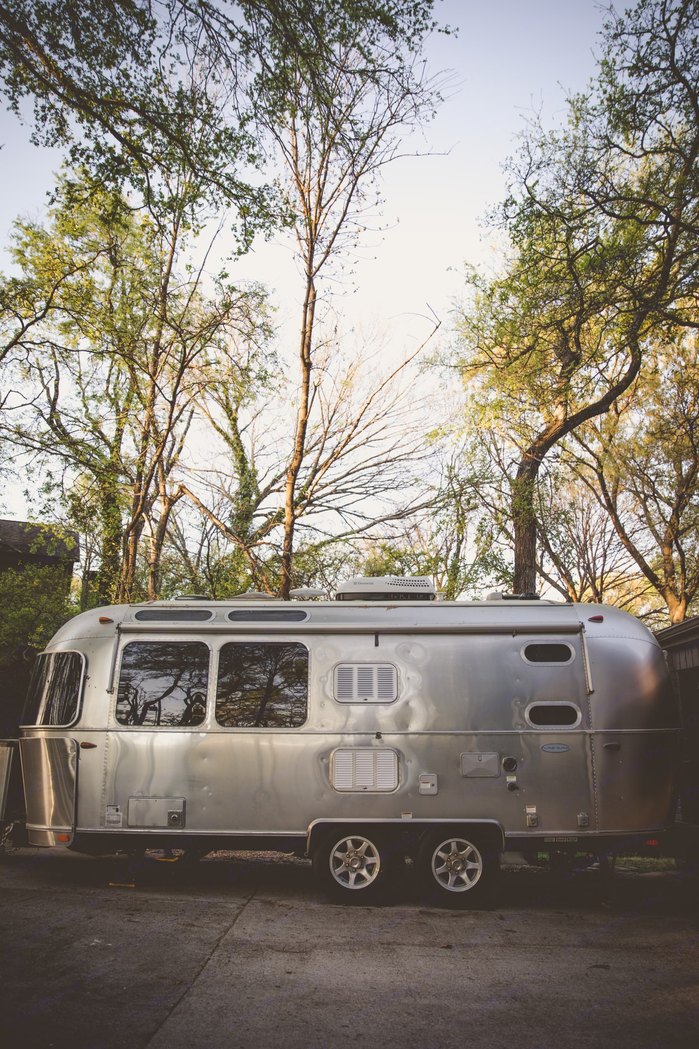 Large windows and skylights bring the outdoors inside.  Awning on both sides and rear. . Airstream Flying Cloud 2017