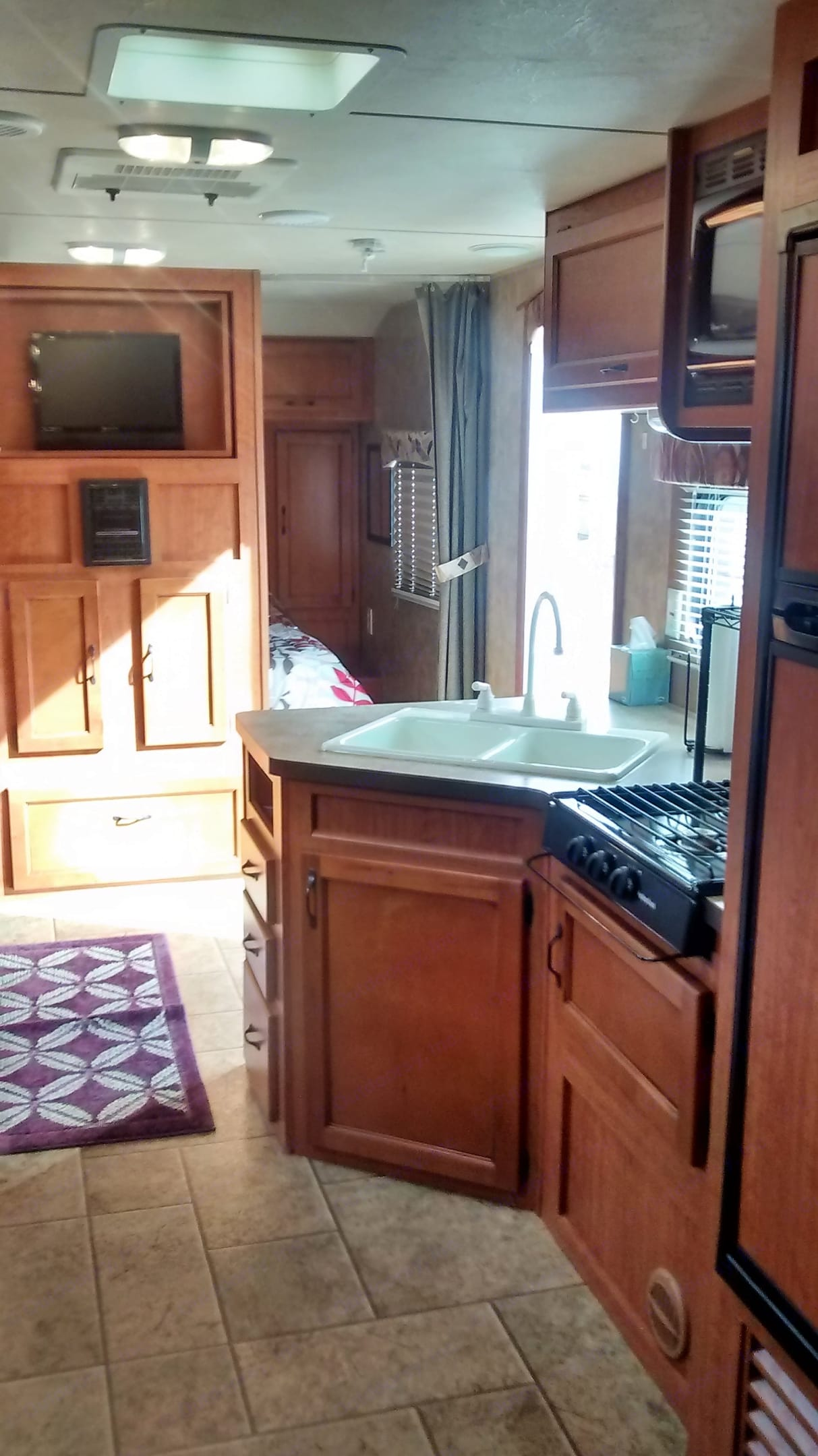 Modern ,beautiful , clean  and roomy.. Forest River Cherokee Grey Wolf 2013