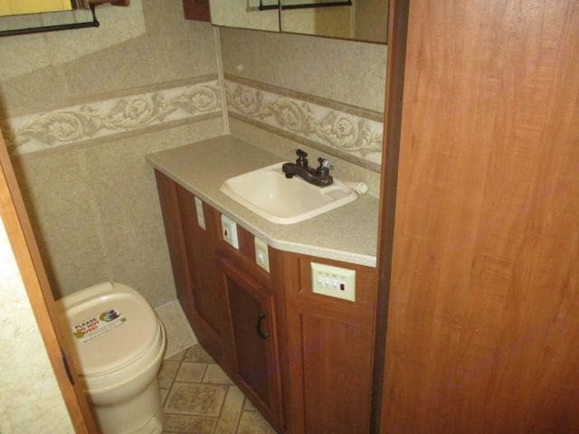 Bathroom. Jayco Greyhawk *LIKE NEW* 2007