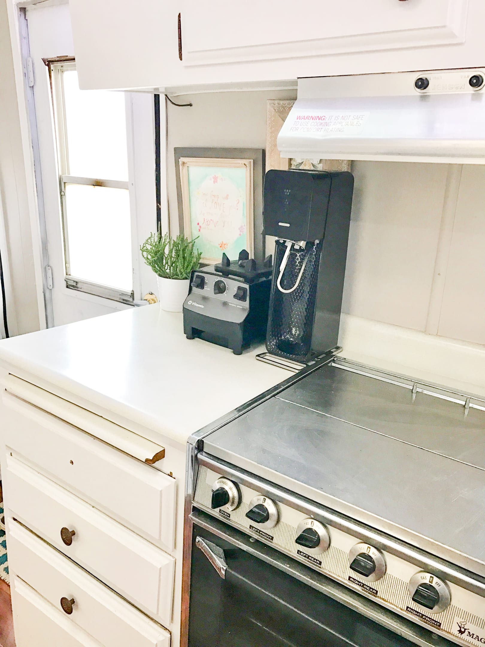 This is part of the kitchen counter space. Sorry, the vitamix and the soda stream arn't included in the price.. Terry Trailer Travel Pak-20 1972