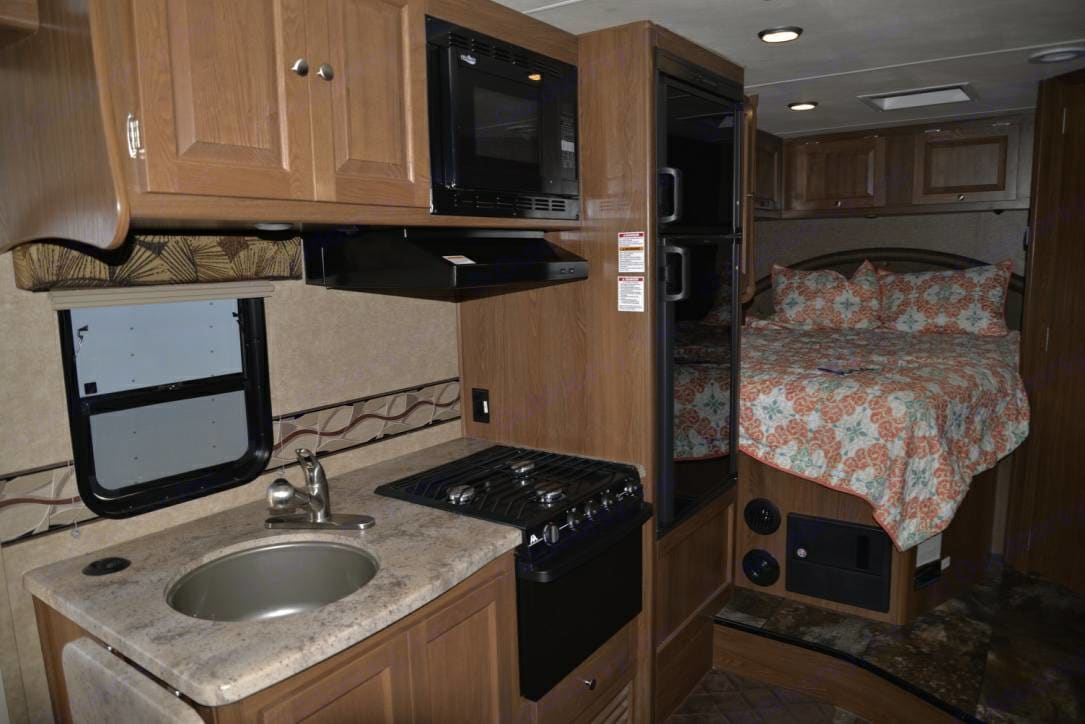 Queen size bed, oven, gas stove top, large sink, includes dish soap, paper towels, sponge, and more.. Coachman Leprechaun 2016
