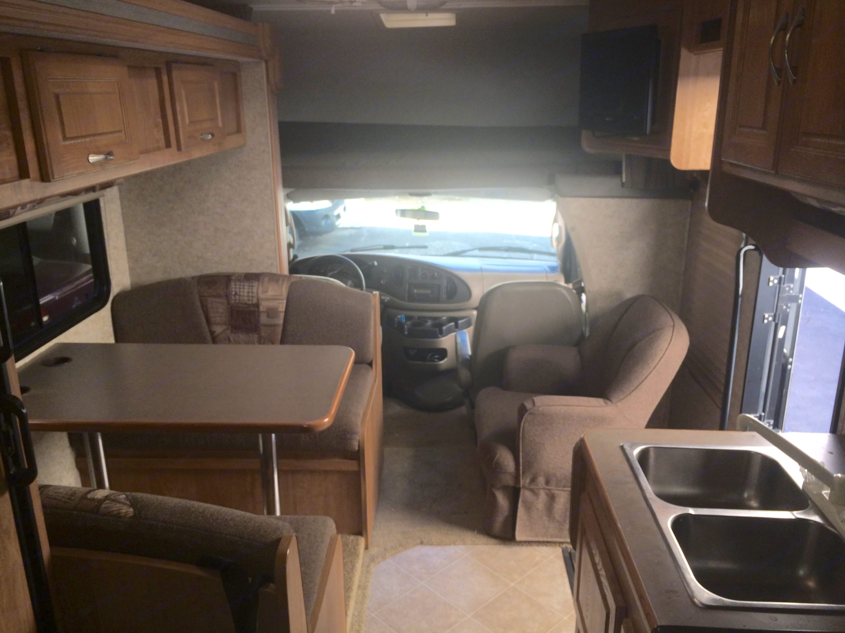 Plenty of space even with the slide closed.. Coachmen Freelander 2008