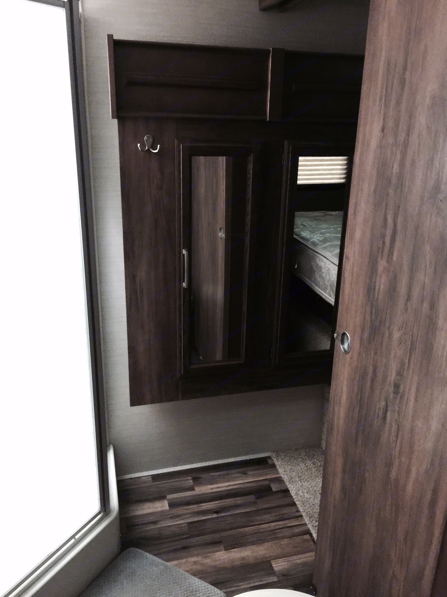 Wardrobe closets . keystone cougarxlite29rli 2015