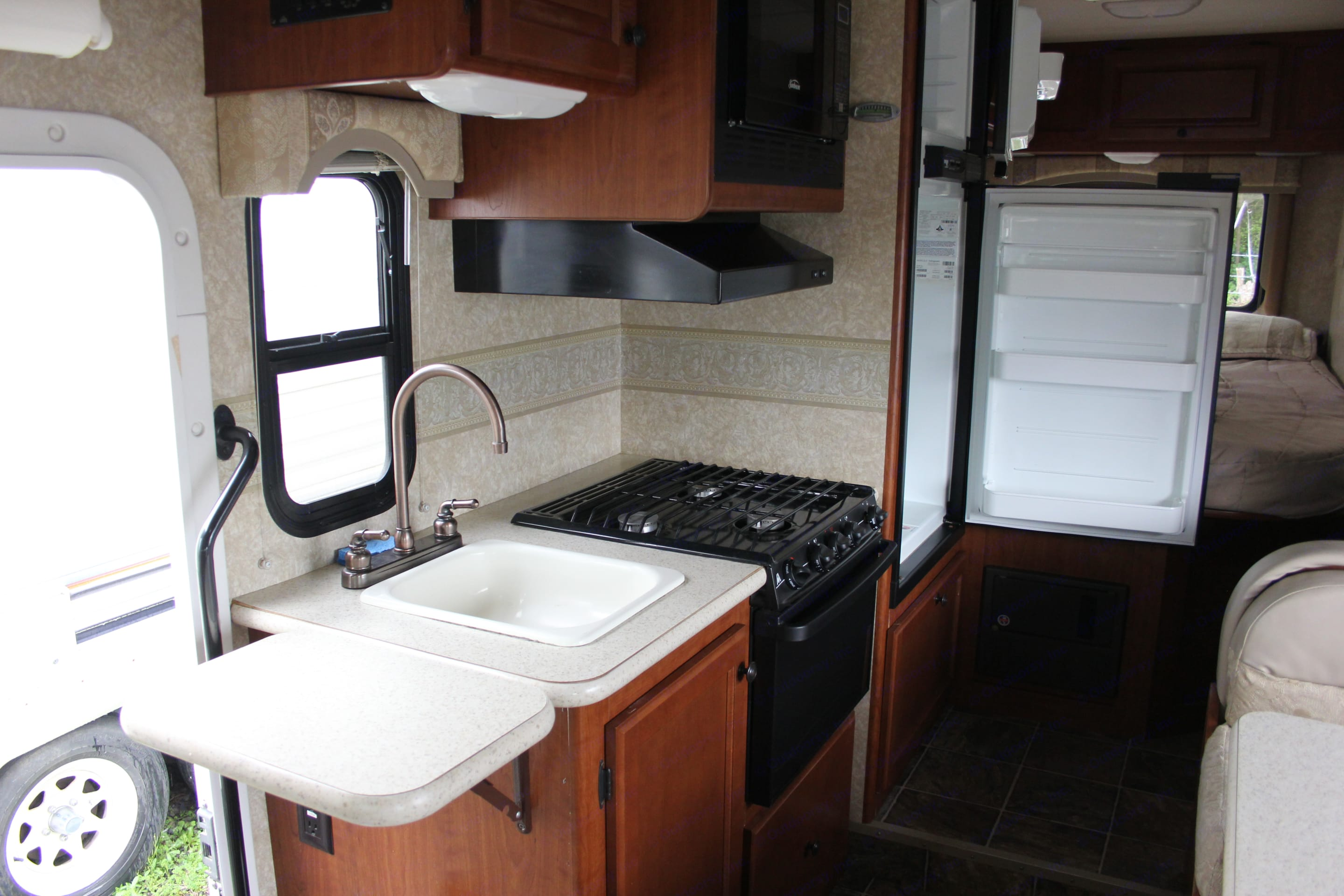 Full kitchen with stove, oven, microwave, fridge, and freezer.. Thor Motor Coach Freedom Elite 2011