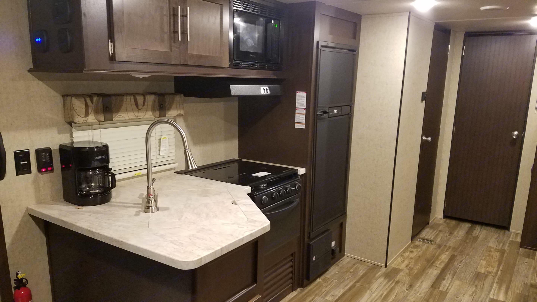 Kitchen. Forest River Cherokee 2017