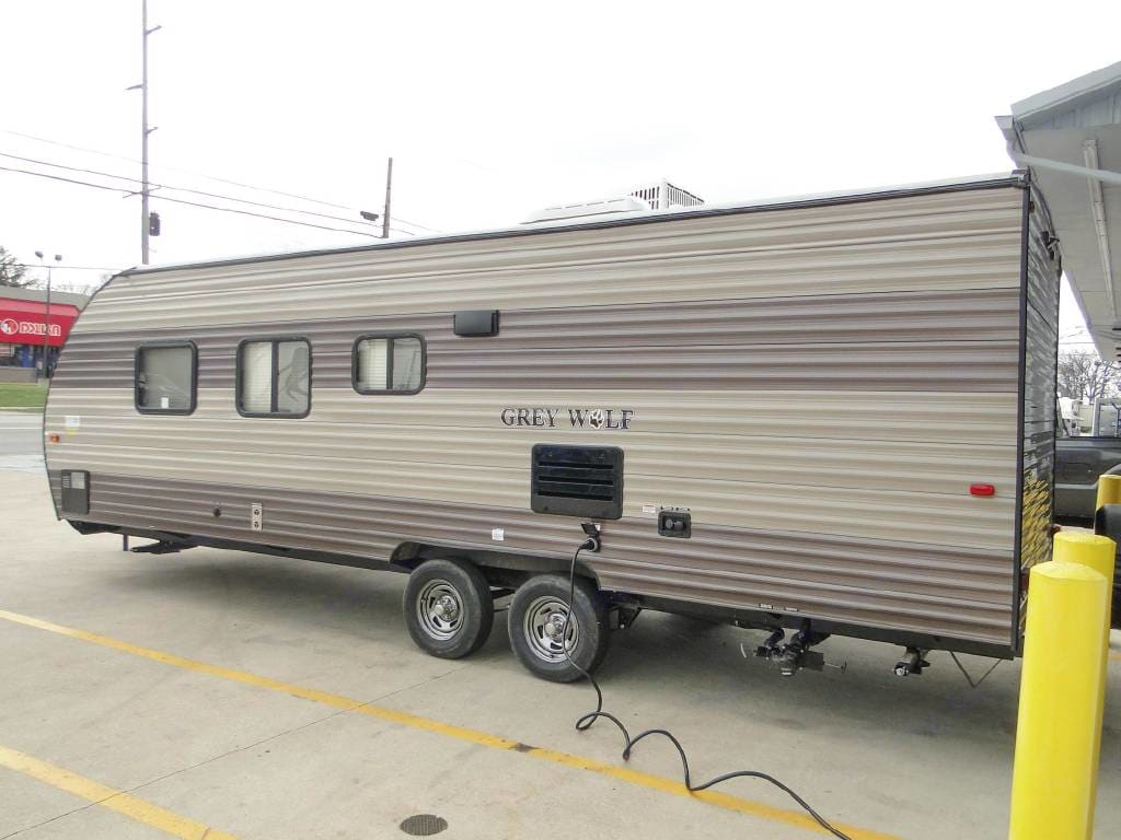 Outside shower and dual axles for easy towing.. Forest River Cherokee Grey Wolf 2018