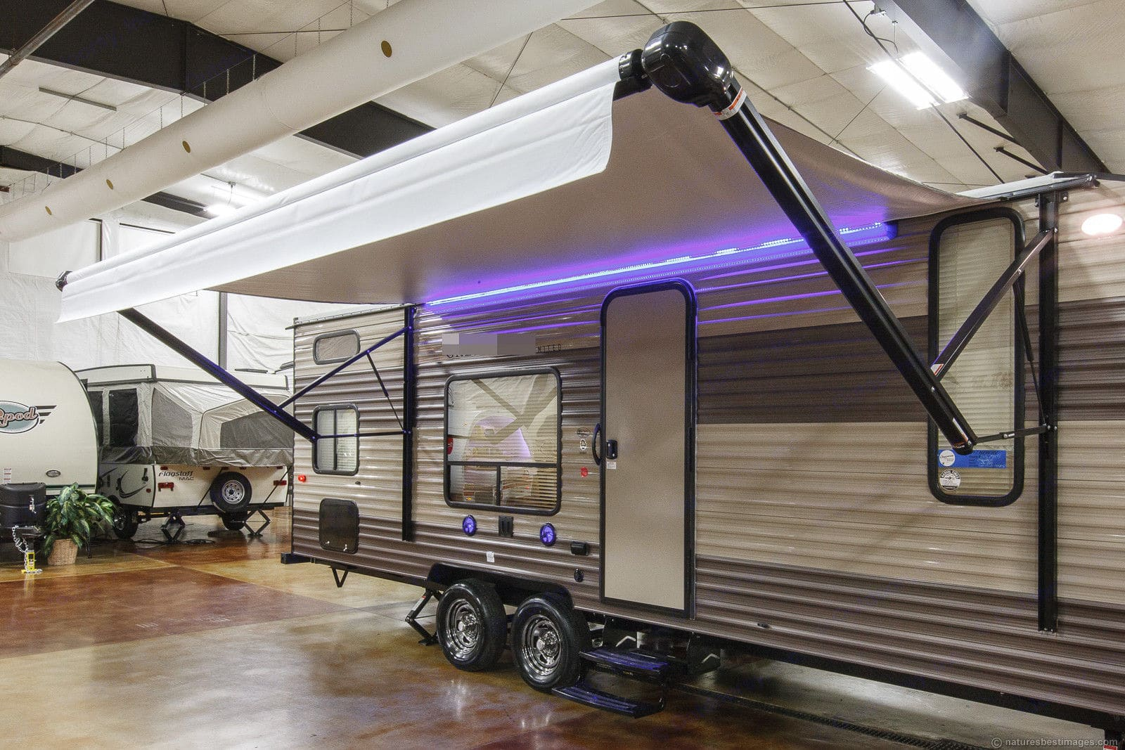 Large 15' awning with led lights and outside speakers.. Forest River Cherokee Grey Wolf 2018
