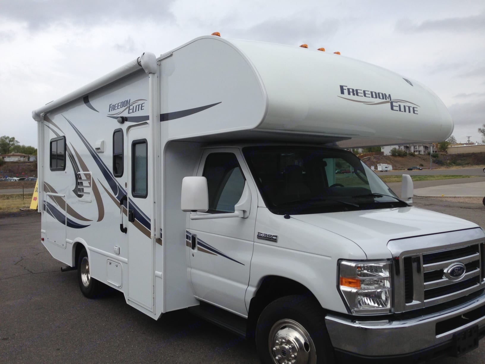 Perfect sized well kept Class C Motorhome. Thor Freedom Elite 2015