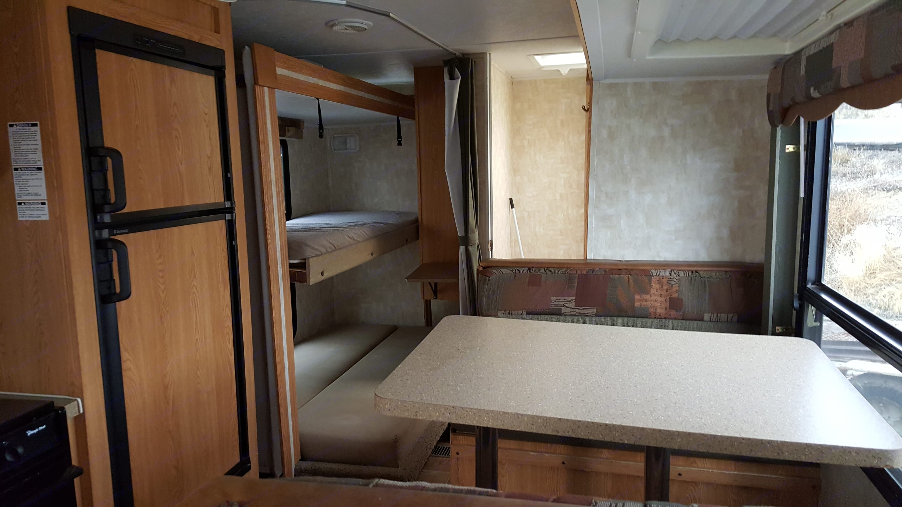 Kitchen, dinette and bunks areas . Cherokee Lite 2008
