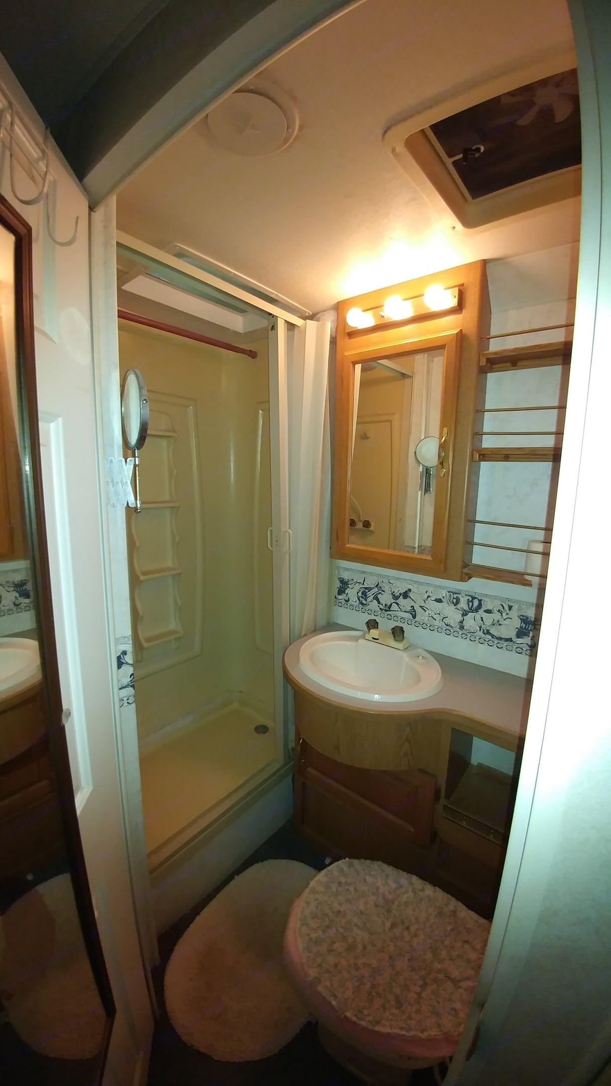 Bathroom. Four Winds 5000 2000