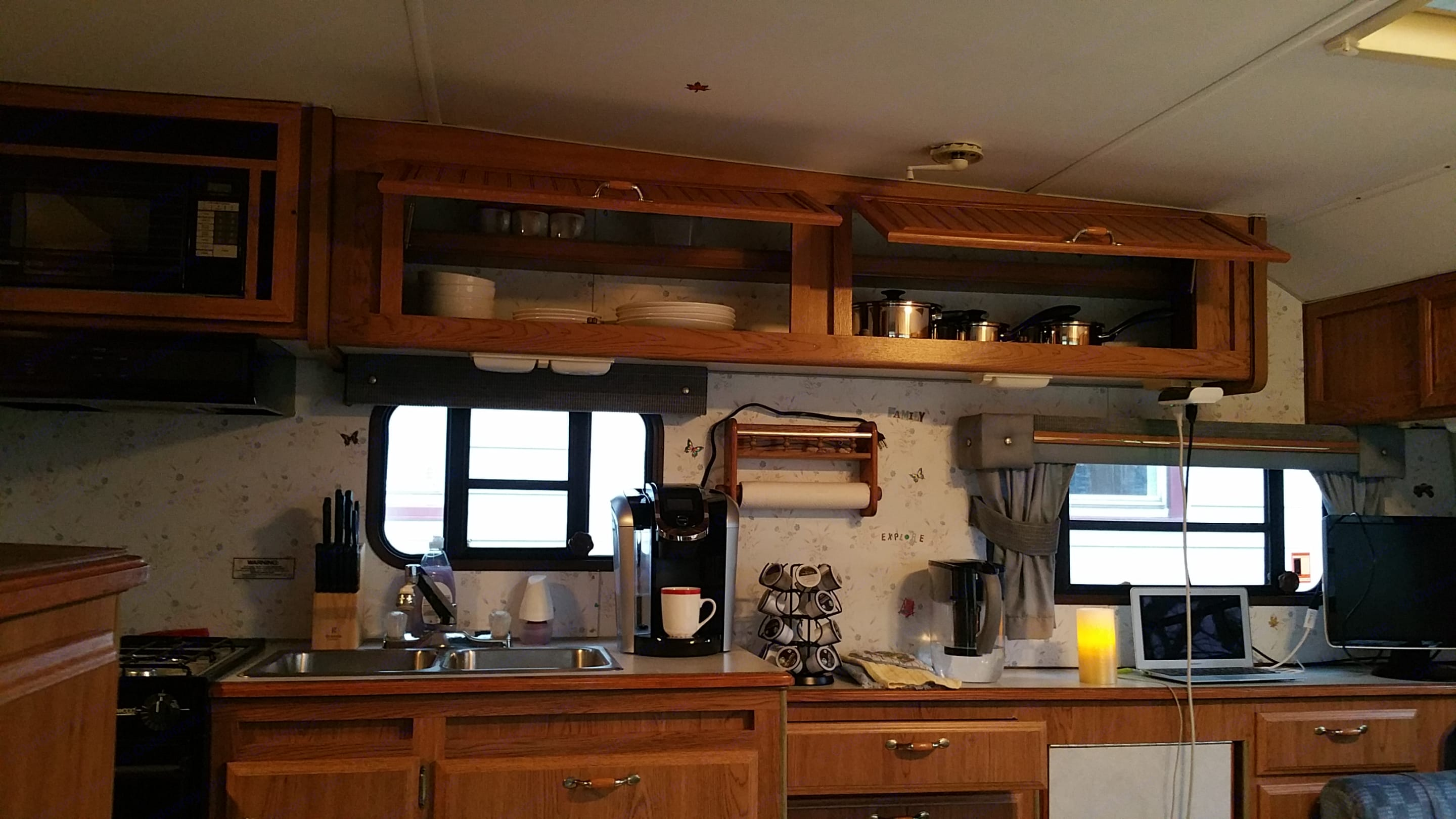 Kitchen with cookwares. Sunline 24 Foot 1993