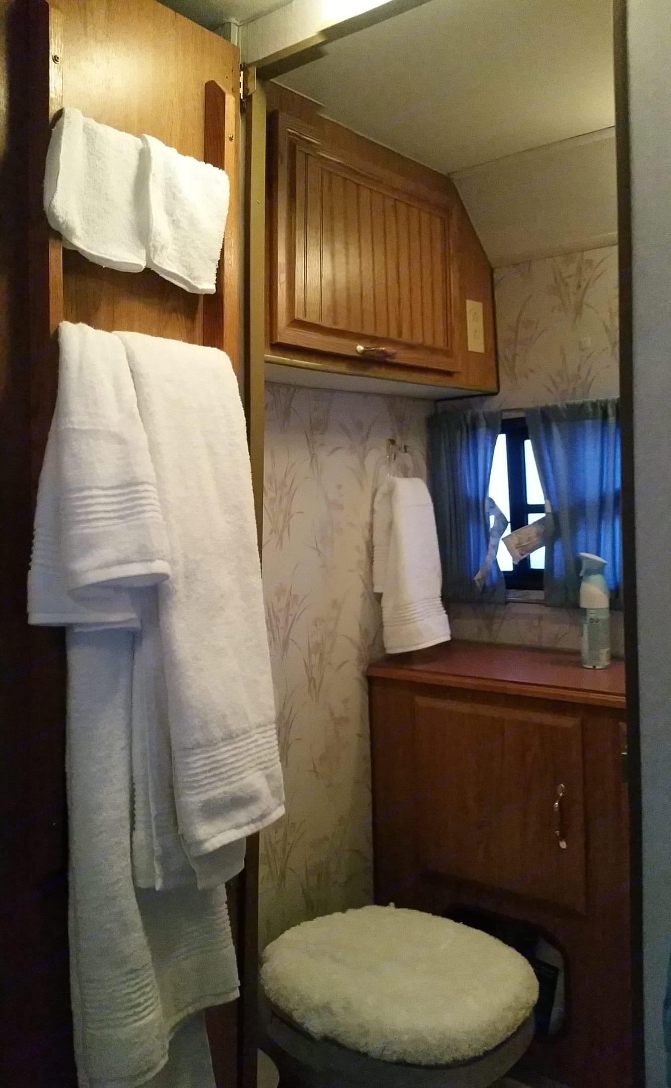 Bath linen. Sunline 24 Foot 1993