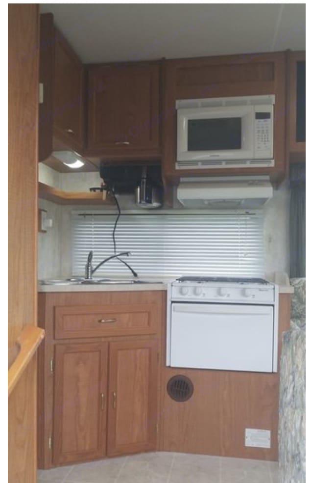 Kitchen . Coachmen Shasta 2004