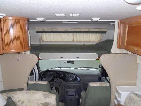 Over cab queen size bunk bed. Fleetwood Tioga 2001