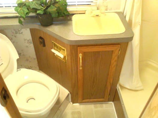 3/4 Bathroom. Fleetwood Tioga 2001