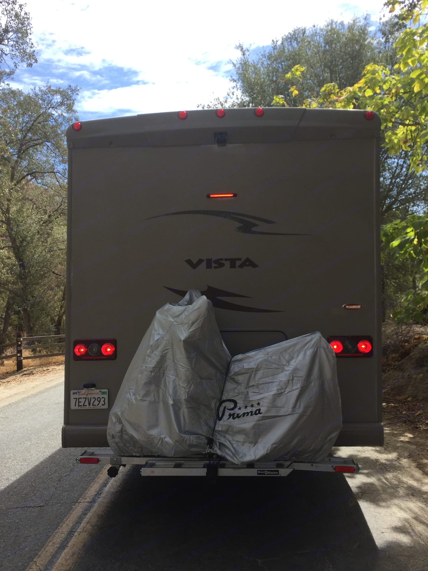 Vespa not included. But there is a tow package if you have one. . Winnebago Vista 2014