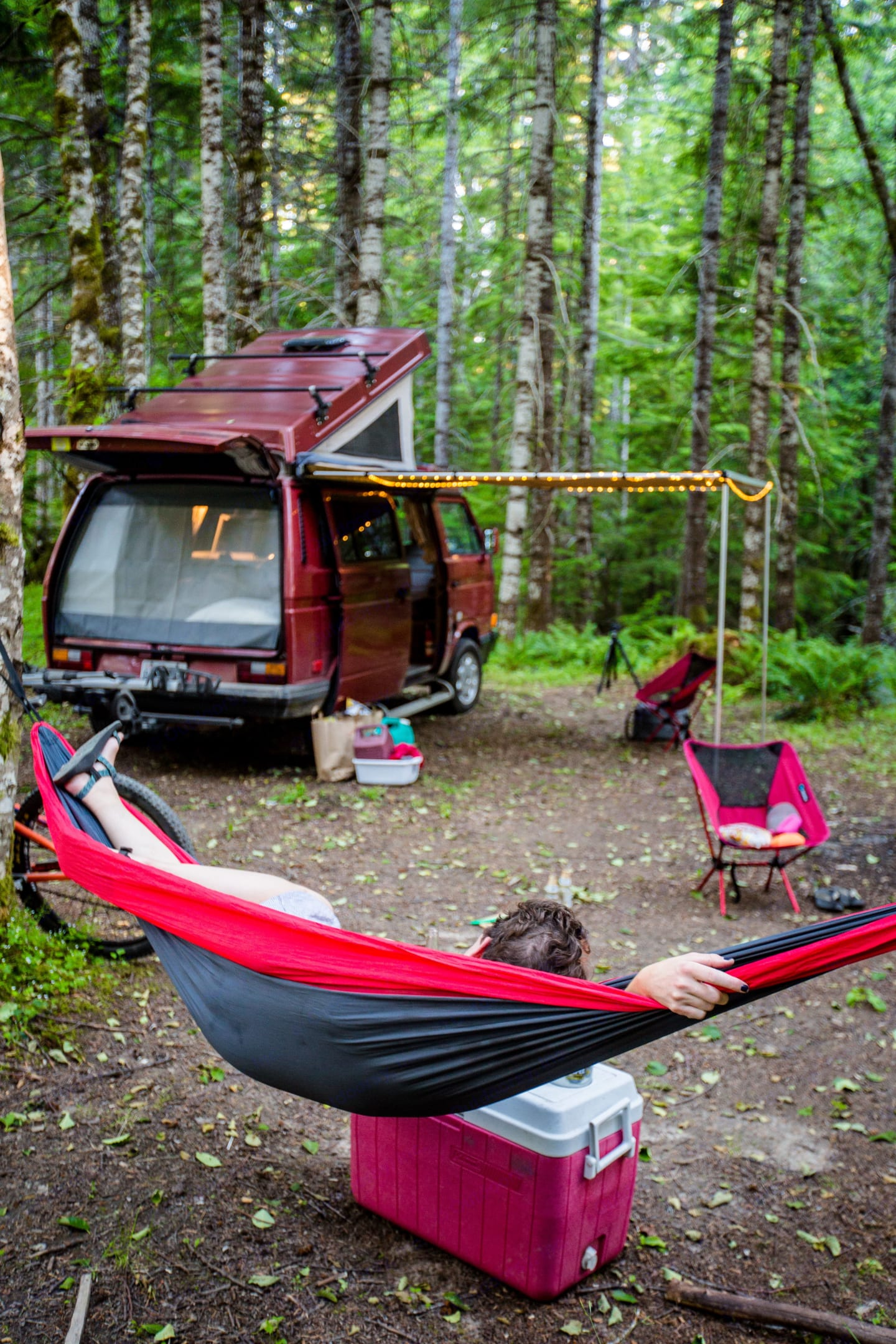 An awning pulls out for protection from both rain and shine!. Volkswagen Vanagon Camper 1989