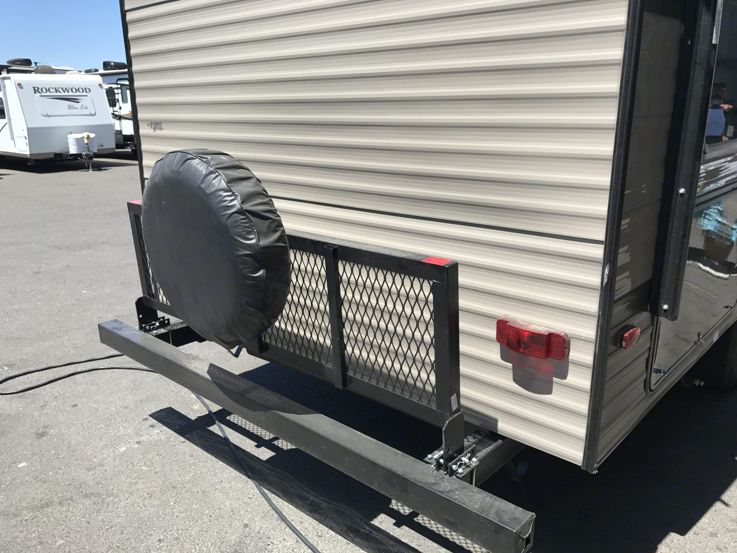 Carriage for bike, generator and firewood. Forest River Cherokee Grey Wolf 2018
