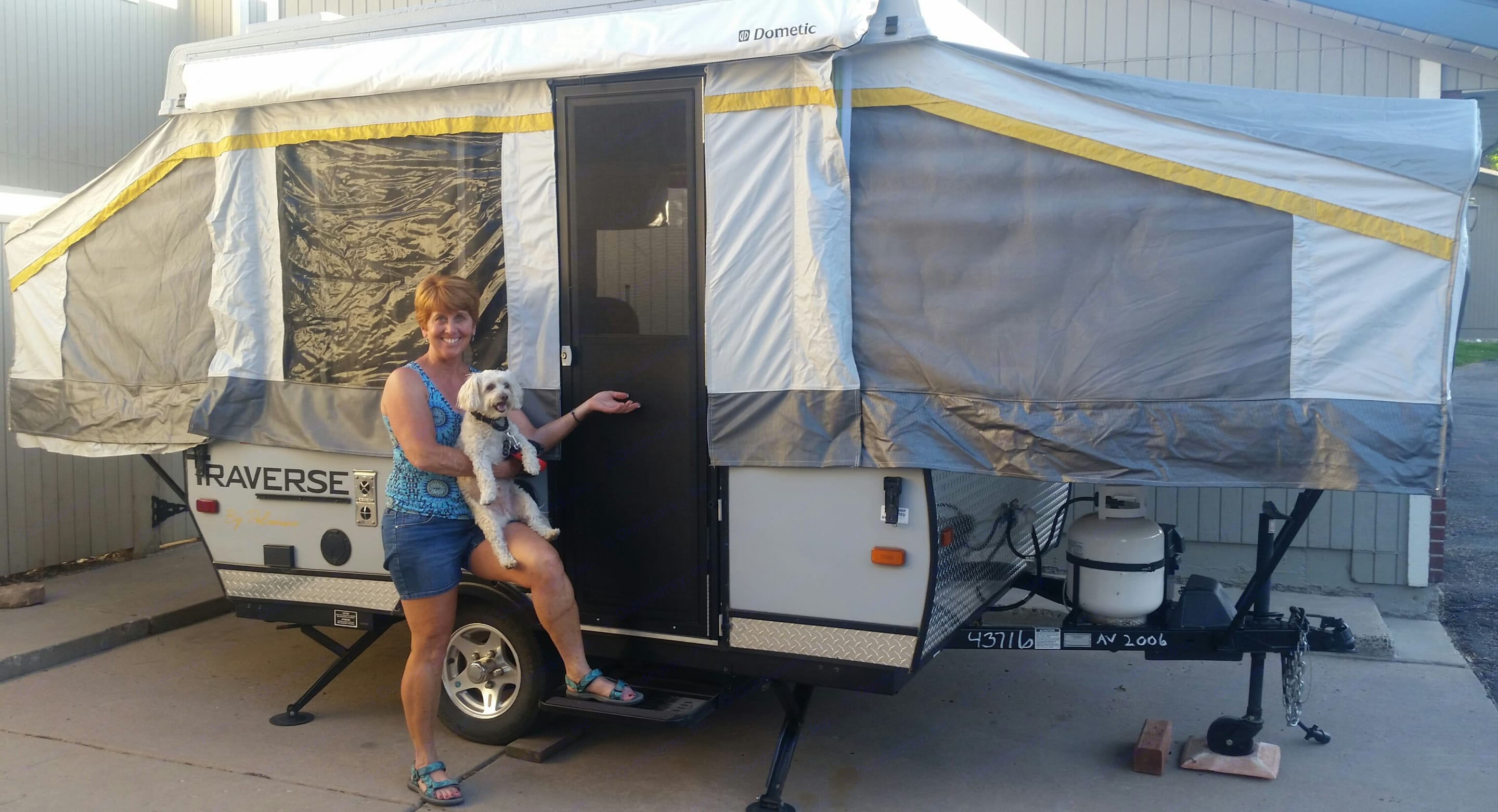 * Easy to place up and small enough to travel with for even me! * Electric Pop up for sides. * Very sleek and stylist camper. * Rino Roof that can endure hail. . Palomino Traverse 2012