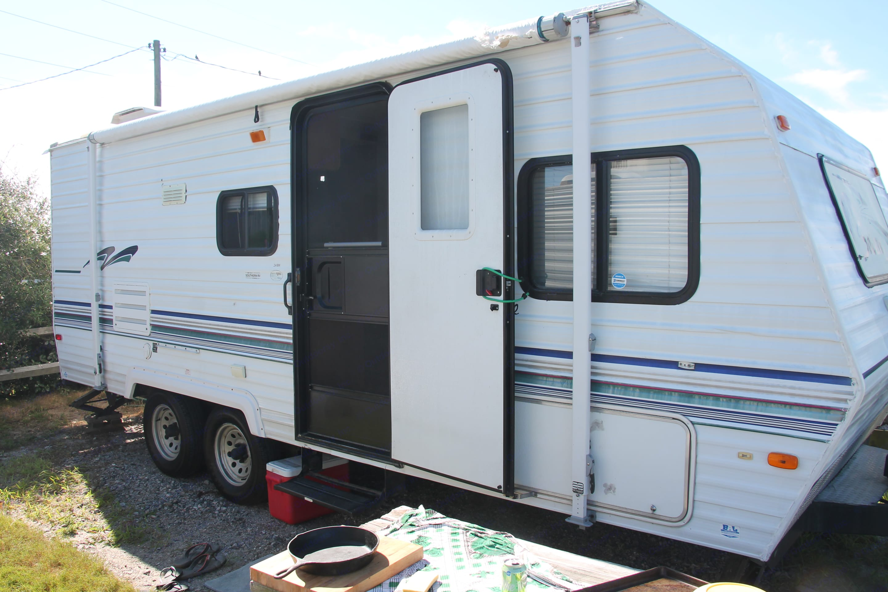 New tires, clean exterior, easy to tow, easy to park.  . Forest River Salem 2000