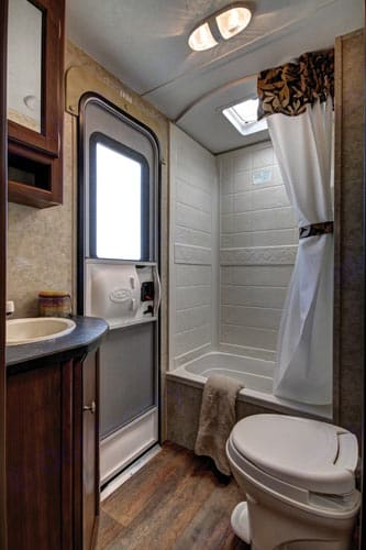 Large bath with separate entrance!. Keystone Bullet 2014