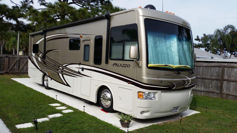 "Passenger side Awning & 32"" TV. Thor Motor Coach Palazzo 2013"