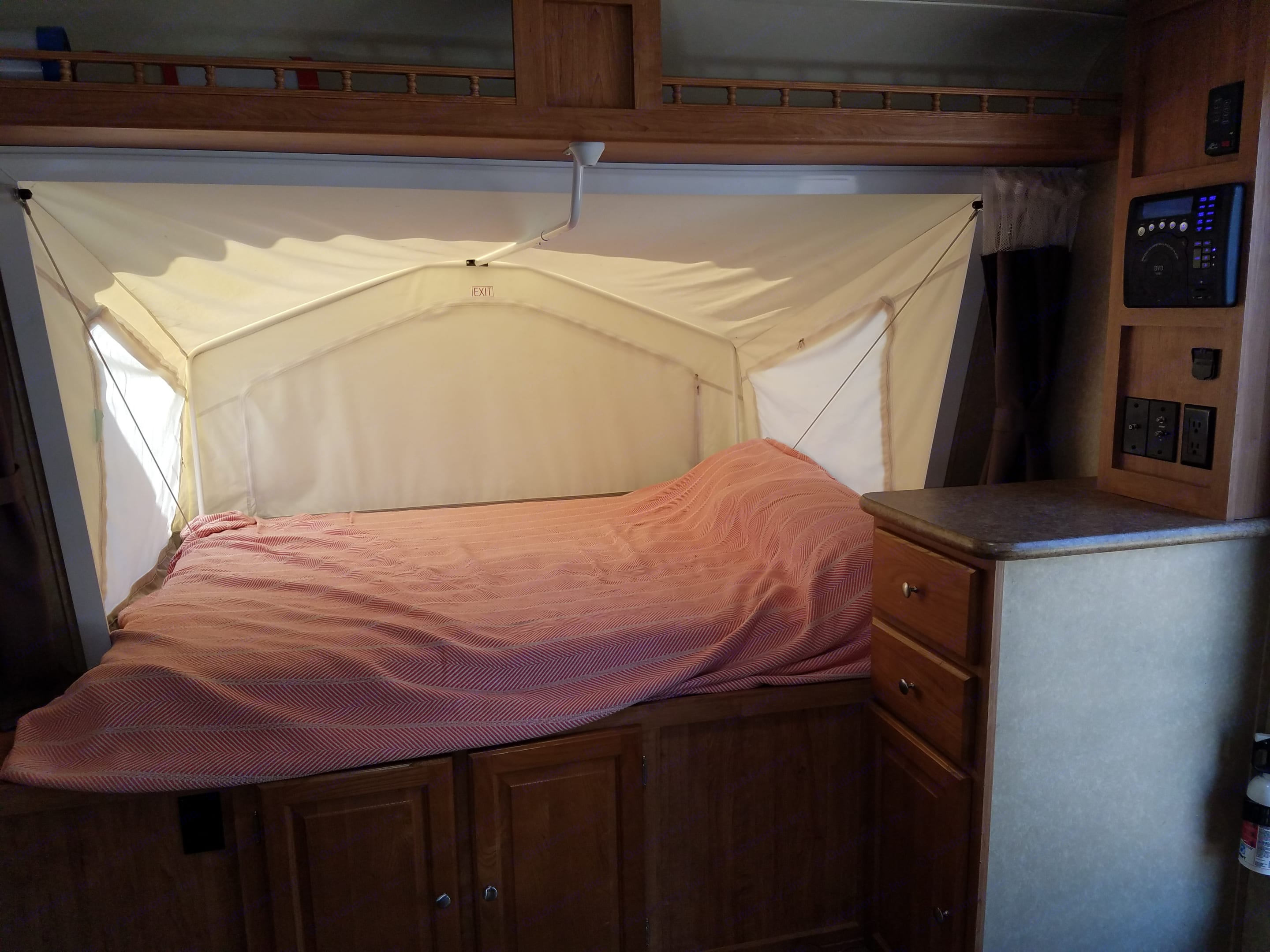 Queen sized pop out bed.. Forest River Rockwood Roo 2011