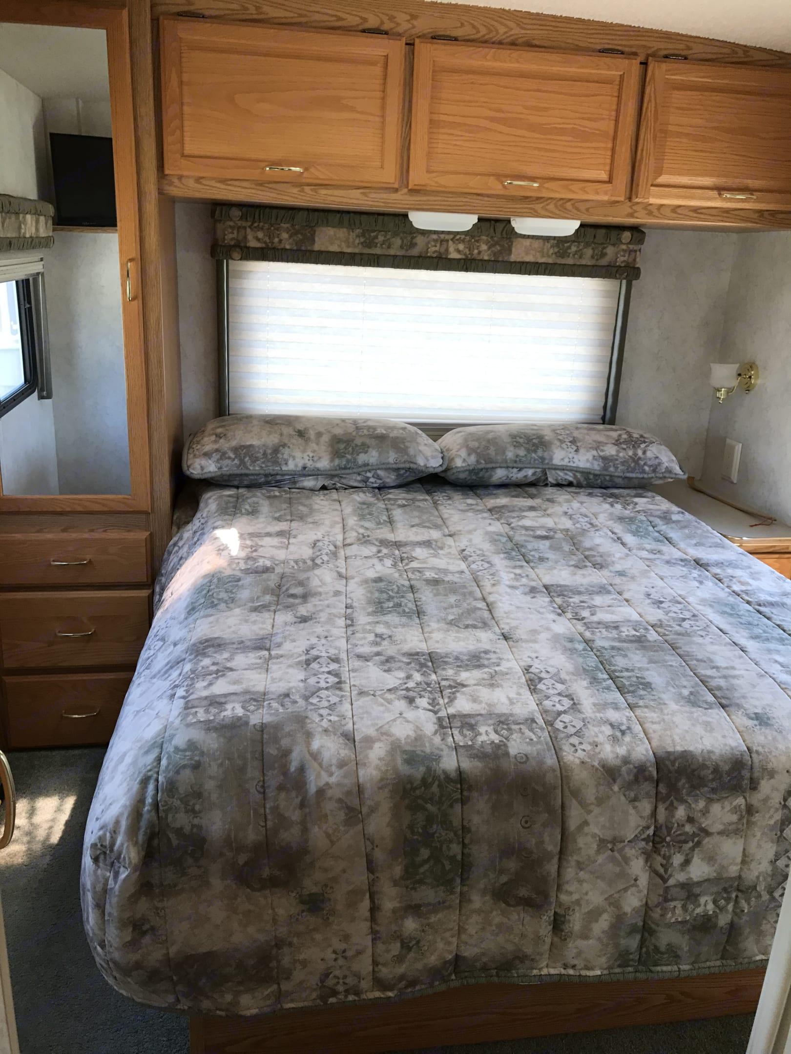 Queen size bed sleeps two. Winnebago Minnie Winnie 2002