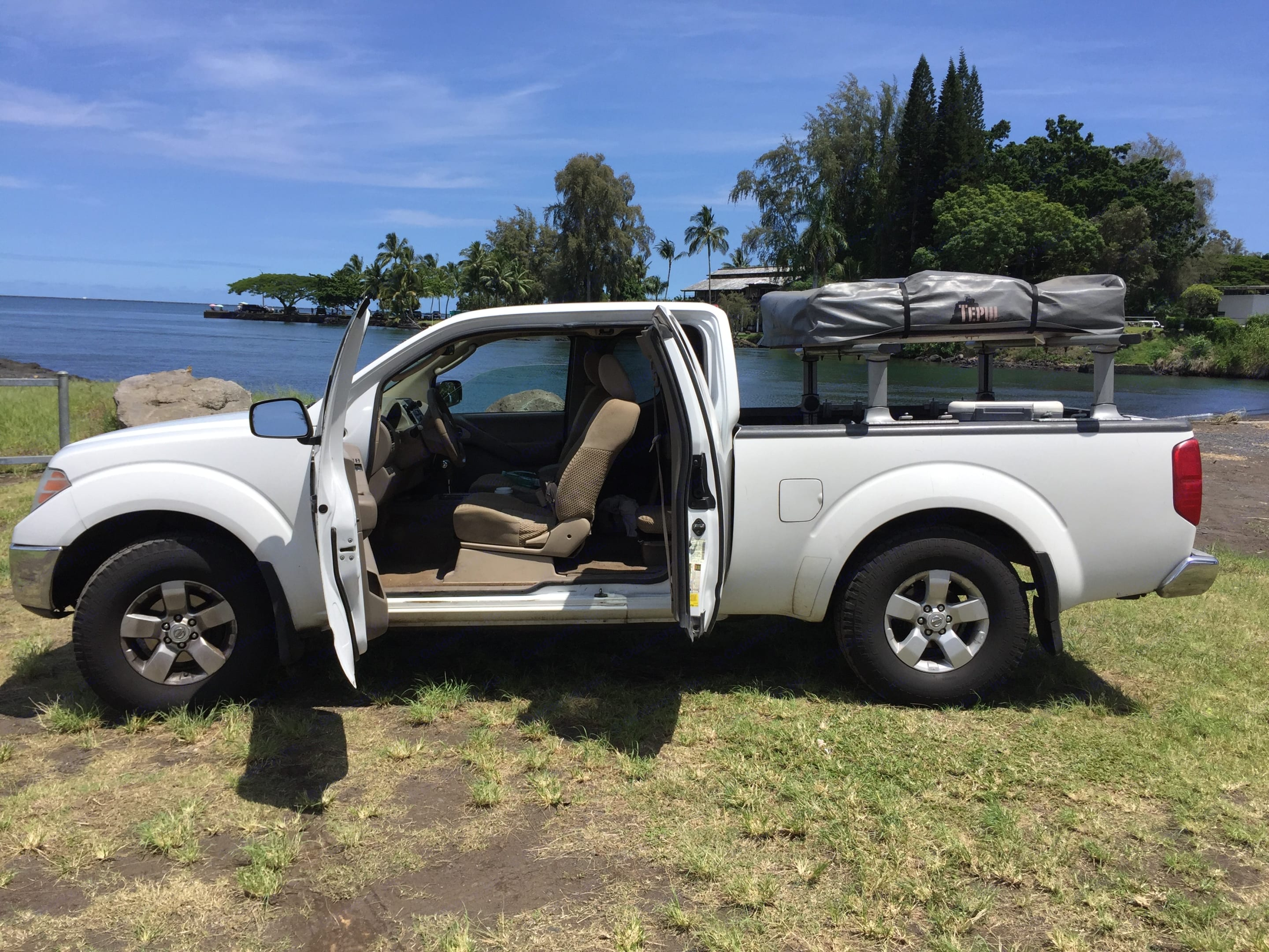 Packs up easily for fun in the sun!. Nissan Nissan Frontier King Cab 4x4 2010