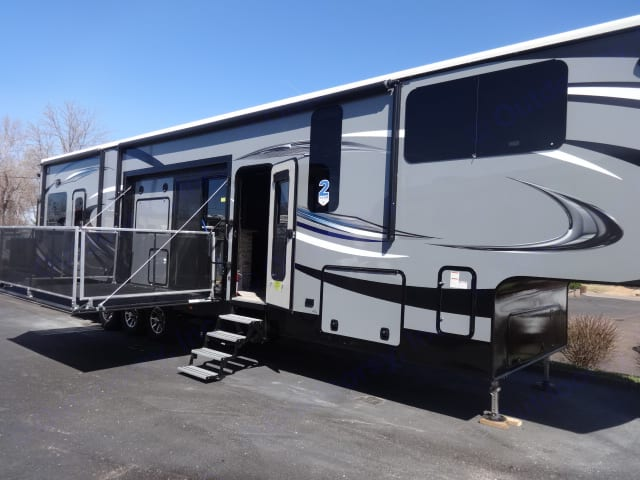 Relax on the outdoor deck while watching a game or looking out to the scenery. Jayco Seismic 2016