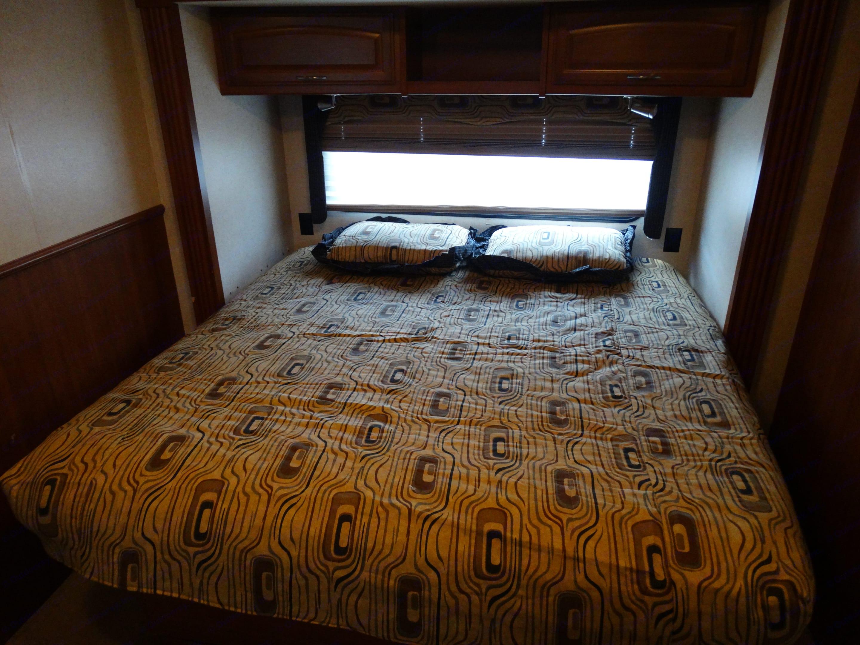 King size bed. Fleetwood Fiesta 2010
