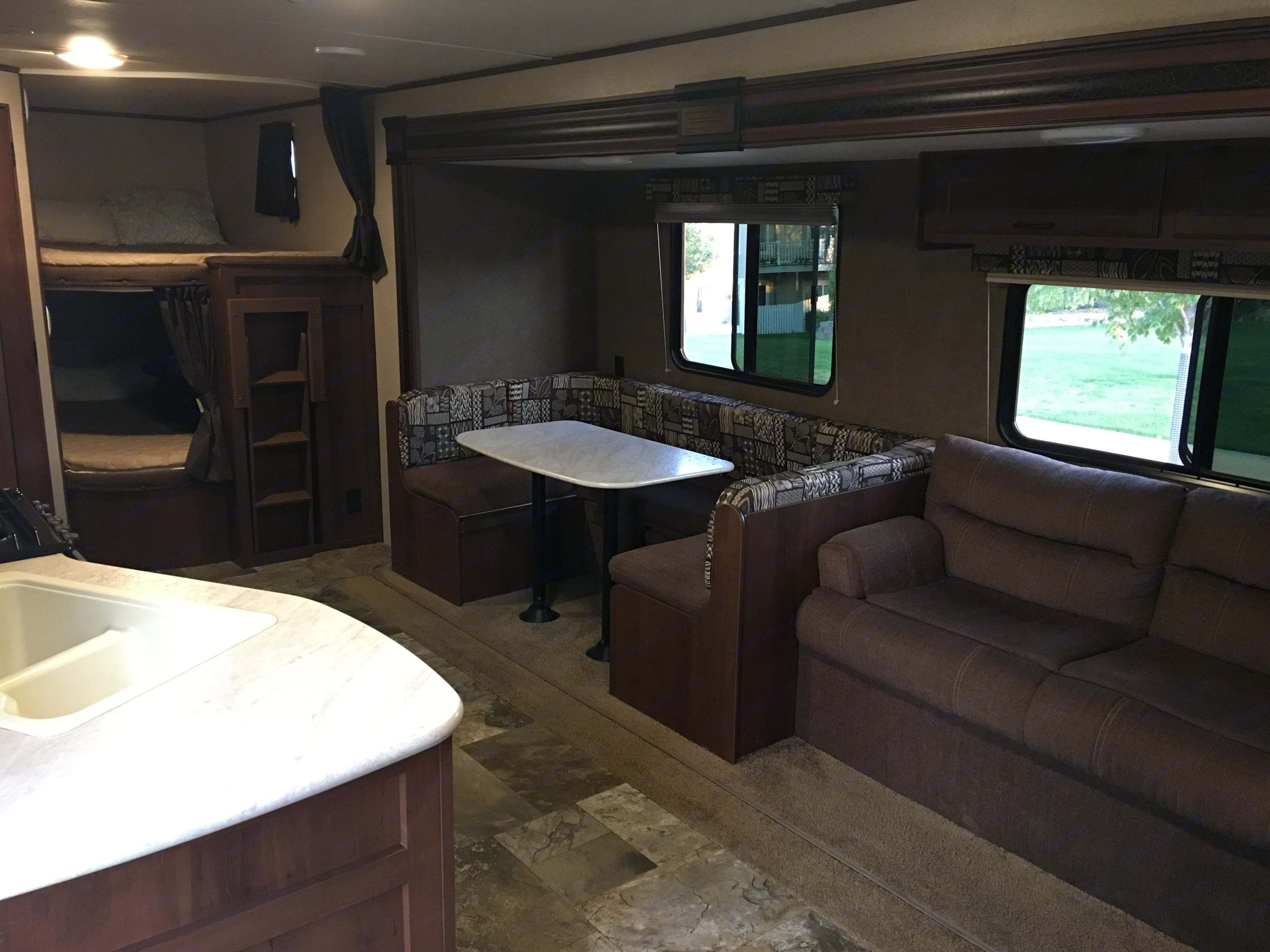 The large slide out gives ample room for the living and dinning area.  And you can all see there is plenty of room in the Double Double Bunks!. Jayco Jay Flight 2015
