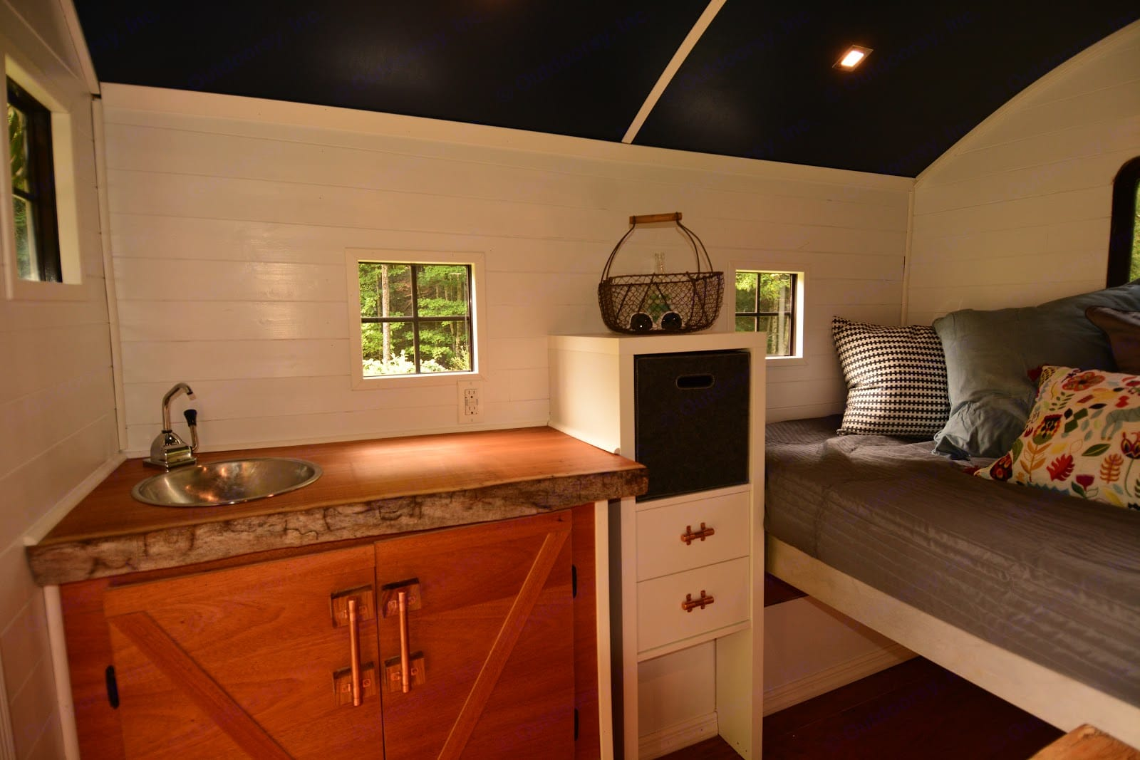 Custom and luxurious interior in a very small and elegant space.. Custom Camper 2017