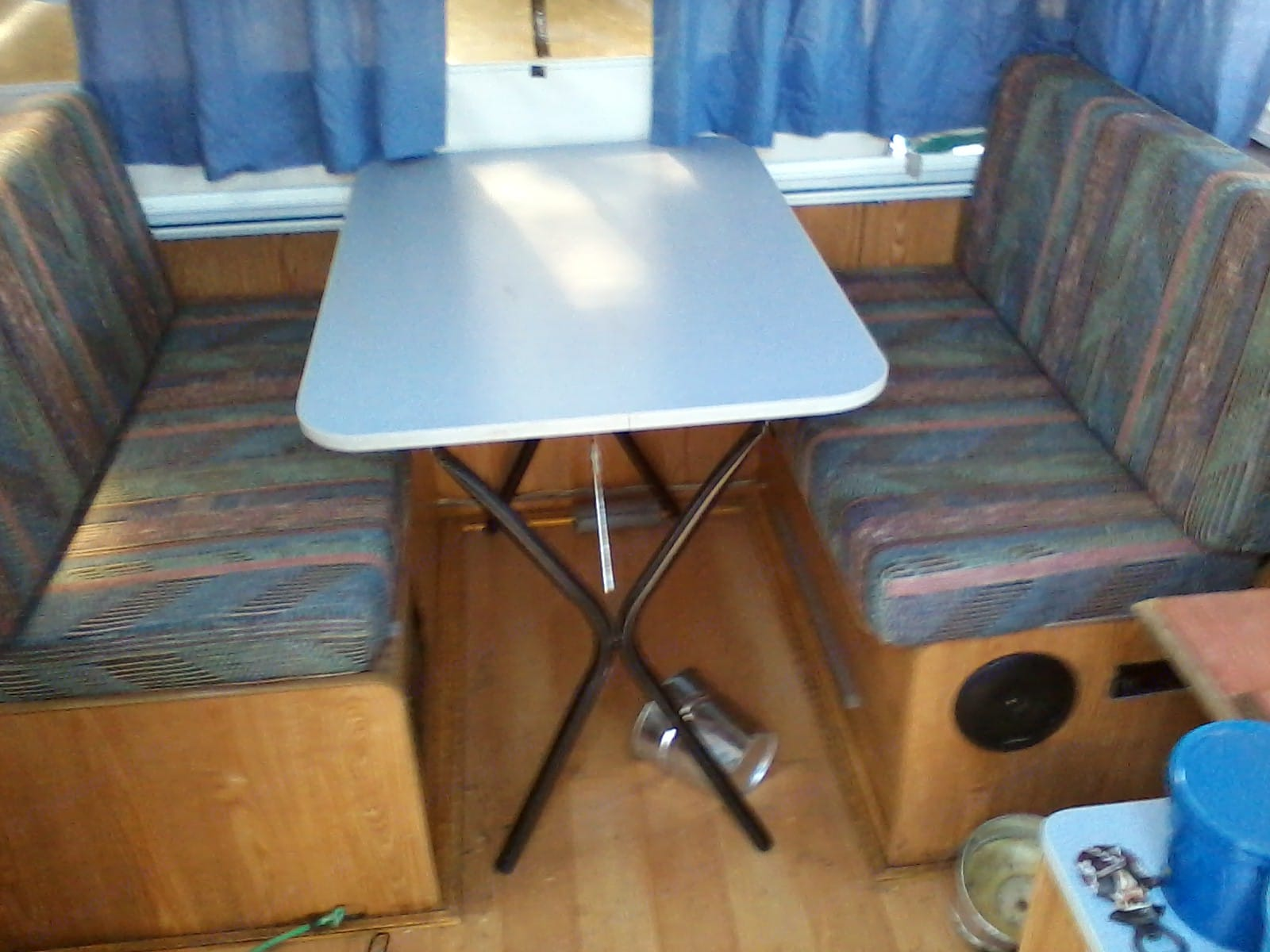 Removable table, 3rd bed & Stereo. Starcraft Starflyer 1994