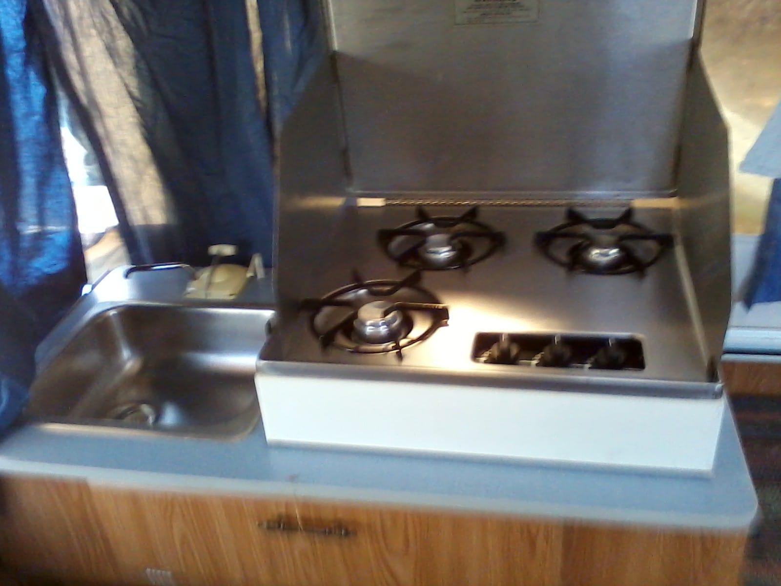3 burner stove & Sink. Starcraft Starflyer 1994