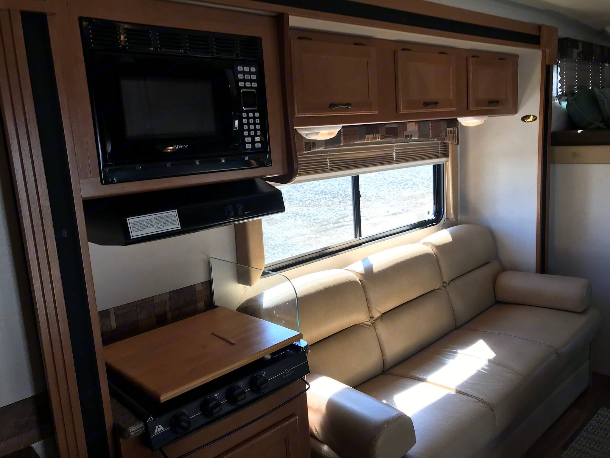 Stove top, Microwave, Sofa. Coachmen Freelander 2013
