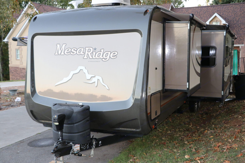 Front of camper and driver's side slides.. Open Range Mesa Ridge 2017