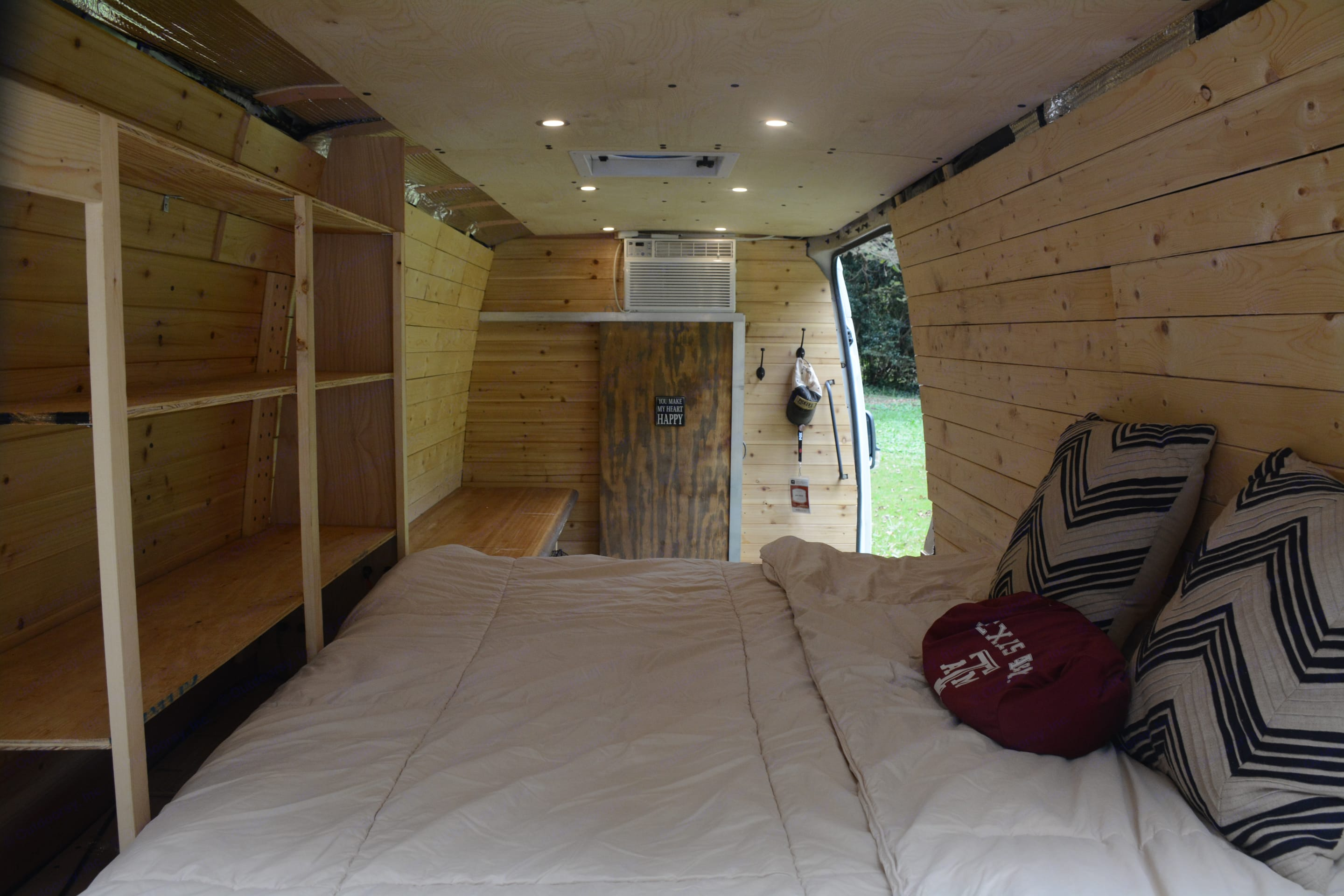 View from the back of the bed.. Freightliner Sprinter 2007