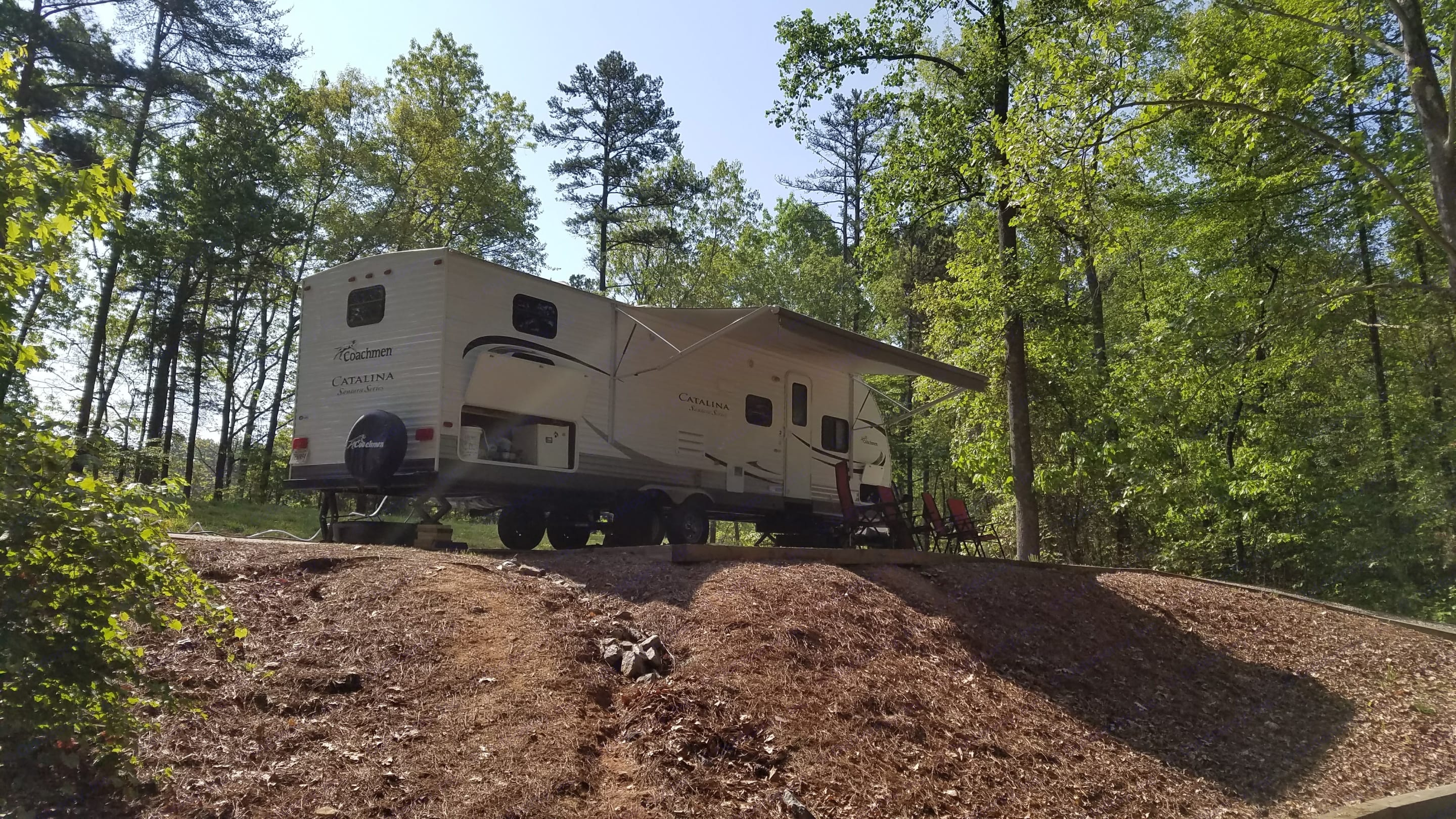 Great camper waiting to host you and your friends or family for a camping adventure in the northeast Georgia mountains.. Coachmen Catalina Santara 2014