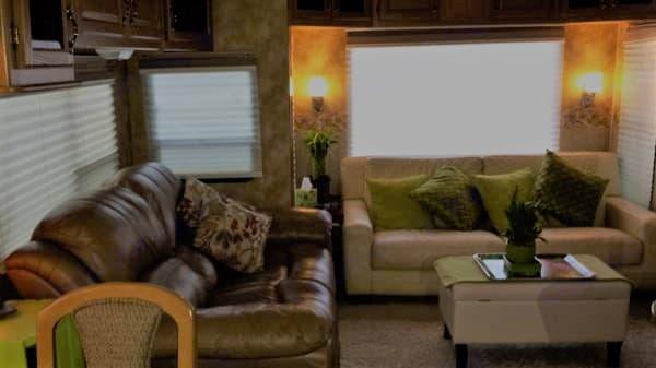 Living Area. Keystone Challenger 2008