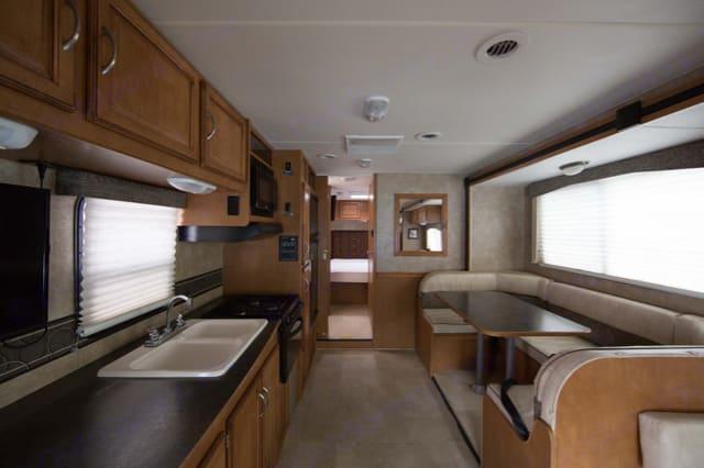 Living and Kitchen Area. Winnebago Itasca Spirit 31K 2015