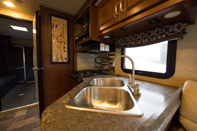 Kitchen area. Thor Motor Coach Outlaw 29H 2016