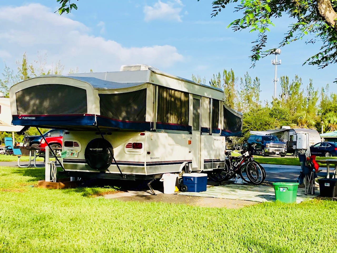 Enjoying a weekend getaway at C.B.Smith Campground in Broward County. Camper is kept extremely clean and we expect you to take good care of it. No smoking allowed inside.. Fleetwood Highlander Sequoia