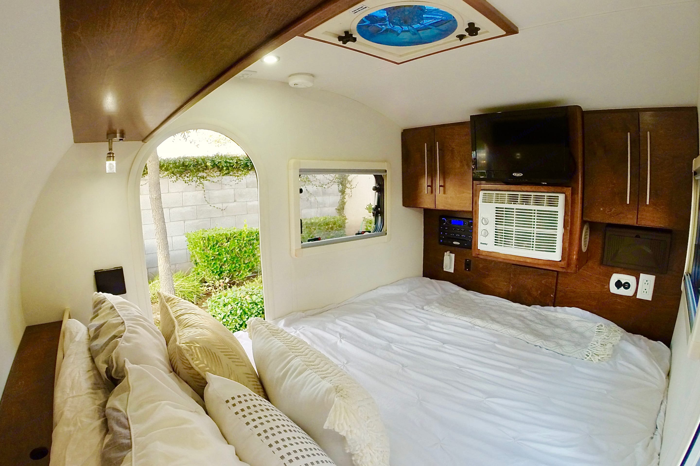 Our trailer features a queen size bed.. Little Guy T@G 2015