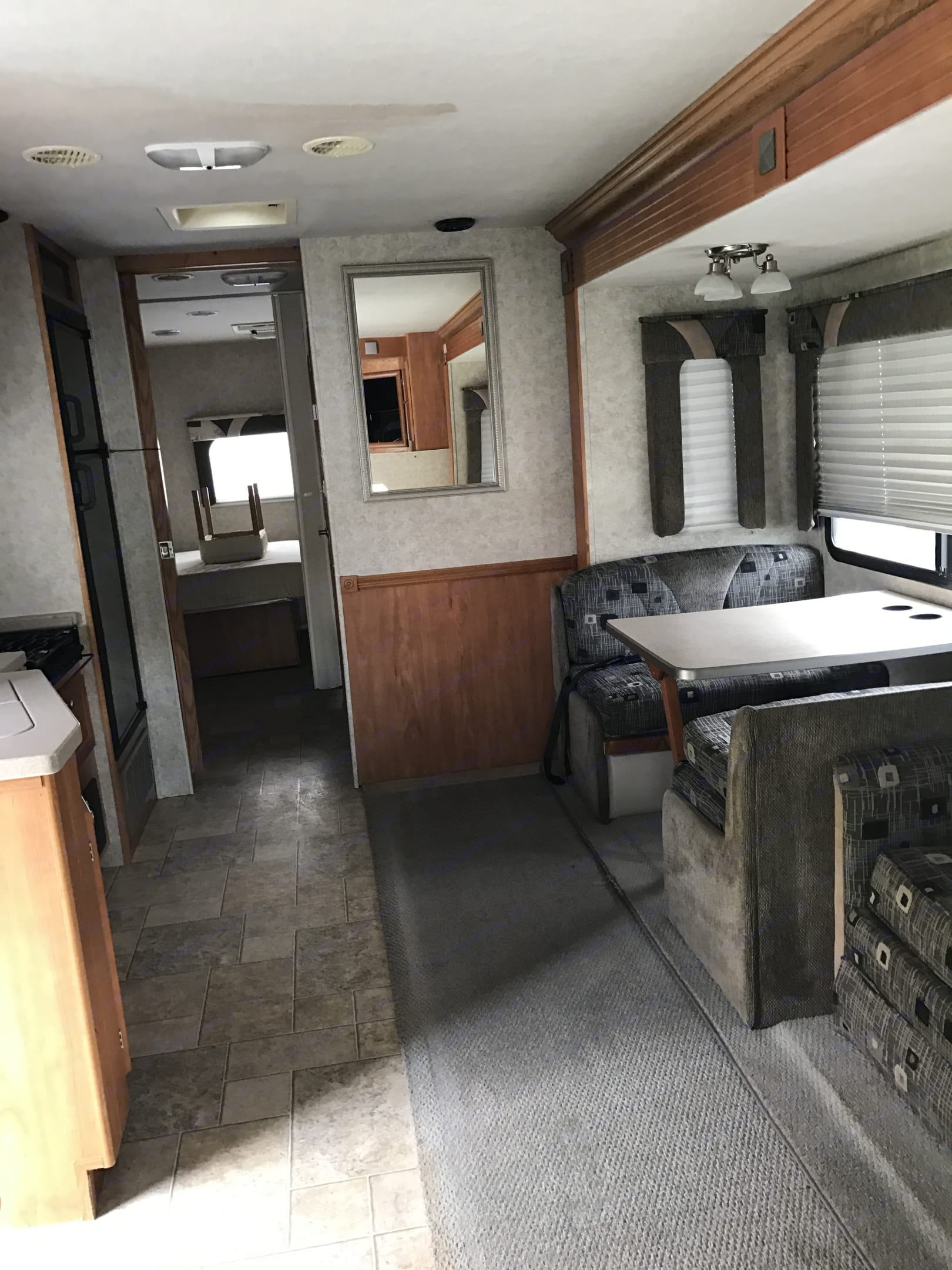 Dinette and hall at to bath and master. Gulf Stream Endura 2006